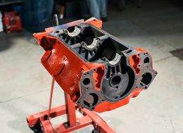翻新的福特Flathead V8引擎延时摄影