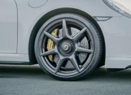 为911 Turbo S 提供的20英寸碳纤维轮毂
