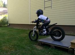 超级天才小摩托车手