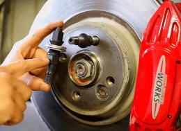 如何安装一套轮毂螺栓改装套件