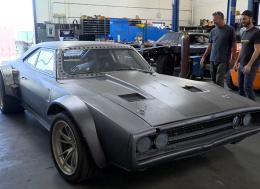 在洛杉矶环球影城实地探访《速度与激情8》里的车子
