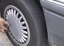 如何换掉汽车前减震