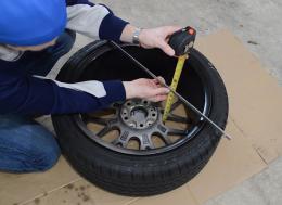 如何测量轮轴偏移